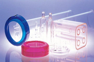 Molding of fine plastics for medical use